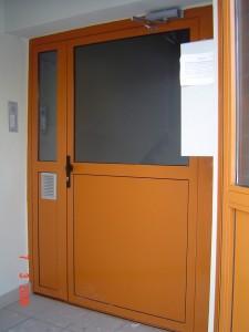 drzwi profilowe aluminiowe pomarańczowe