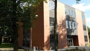 Realizacja firmy Valnor - aluminiowa stolarka w nowoczesnym budynku